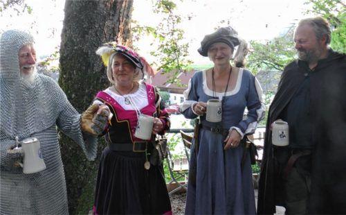 Eine Reise in die Vergangenheit wagten (von links) Leo Biermaier, Sylyia Unterhuber, Maria Atzinger und Alois Remmelsberger.Foto Padlesak