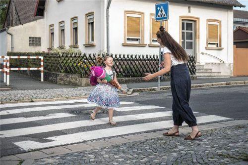 Eltern sollten mit ihren Kindern den Schulweg planen und üben: Der kürzeste ist nicht immer der sicherste. Foto Autoren-Union Mobilität/HUK-Coburg