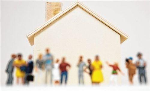 Erben müssen im Grundbuch die aktuellen Eigentümer der Immobilie eintragen lassen.Foto Andrea Warnecke/dpa