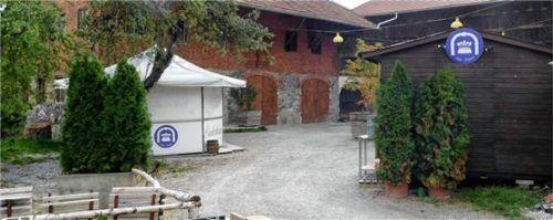 Hier findet künftig im Sommer regulärer Biergartenbetrieb statt: der Pschorrhof in Schnaitsee. Foto Unterforsthuber