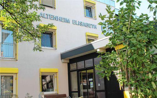 Im Altenheim Elisabeth in Rosenheim haben sich mindestens zwölf Bewohner und acht Mitarbeiter mit dem Coronavirus angesteckt. Foto Hadersbeck