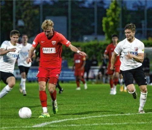 Jonas Wieselsberger kurz vor seinem Tor zum 2:0 für Buchbach. Foto Wolfgang Fehrmann