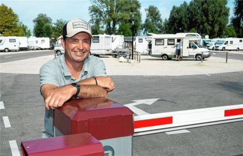 Oskar Deibert, Betreiber der Wohnmobilanlage in Felden, freut sich über den Boom bei Reisenden mit dem Wohnmobil. Foto Berger