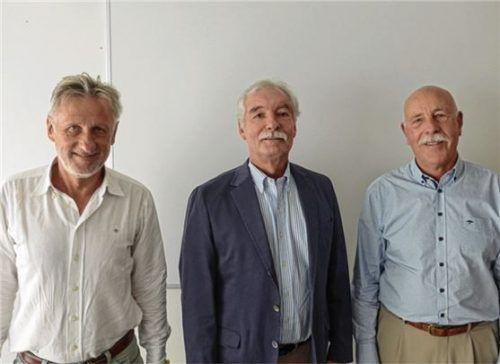 Regionalleiter Klaus Buschhausen mit seinen Stellvertretern Josef Grandl (links) und Jürgen Arnold (rechts). Foto re