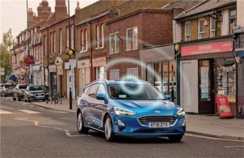 """""""Road Safe"""" ermittelt mit Fahrzeugdaten und straßenseitigen Sensoren Orte mit erhöhtem Unfallpotenzial. Foto Autoren-Union Mobilität/Ford"""