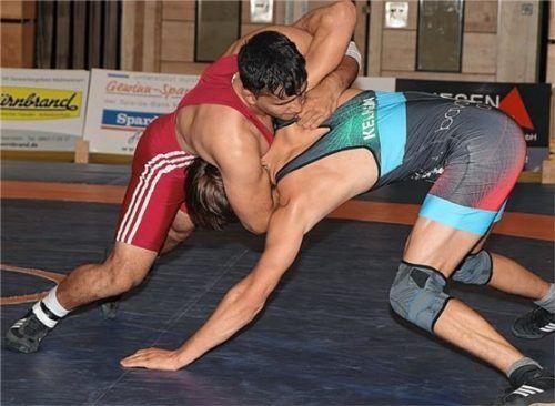 Saber Mansuri (rotes Trikot) setzte am vergangenen Wochenende den Schlusspunkt: Er steht aber am Samstag vor einer schweren Aufgabe. Foto Andreas Wittenzellner