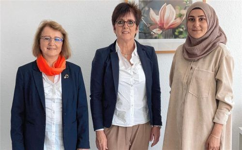 """Seit August ist das Team in der Beratungsstelle vom Verein """"Frauen helfen Frauen"""" wieder komplett: (von links) Sonja Kraus, Geschäftsführerin Fiona Bachmann und Melike Bayram. Foto  Frauen helfen Frauen"""