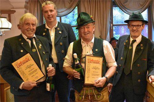 Sie wurden für 40 Jahre Mitgliedschaft geehrt: (von links) Hartmut Rihl, Andi Stadler, Andi Hell und Ludwig Schlagbauer. Foto Wunderlich