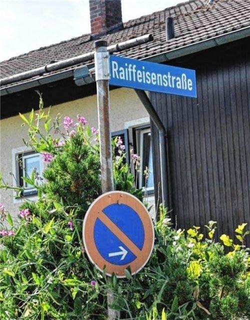 Um zusätzlichen Wohnraum schaffen zu können, wird der Einbau von Quer- und Zwerchgiebeln auch in der Raiffeisenstraße in Westerham erleichtert. Foto  Merk