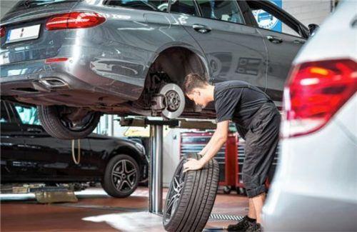Wer jetzt einen Termin zum Reifenwechsel vereinbart, vermeidet unnötige Wartezeiten. Foto ProMotor/T.Volz