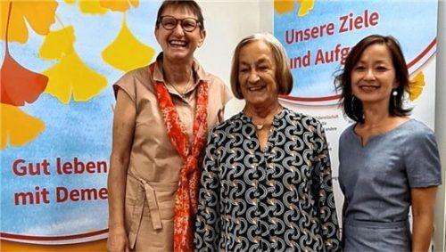 Zu dritt in die Zukunft: Vorsitzende Roswitha Moderegger, Zweite Vorsitzende Erika Kapella und Dritte Vorsitzende Dr. Mai Aumüller-Nguyen (von links).Foto re