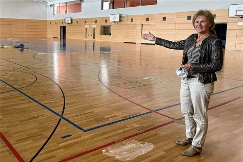 480 Schüler der Mühldorfer Mittelschule können seit Monaten keinen Sport in ihrer Turnhalle treiben. Rektorin Regina Hornig hofft auf eine Übergangslösung und auf das Ende der laufenden Sanierungsarbeiten.Foto Latta