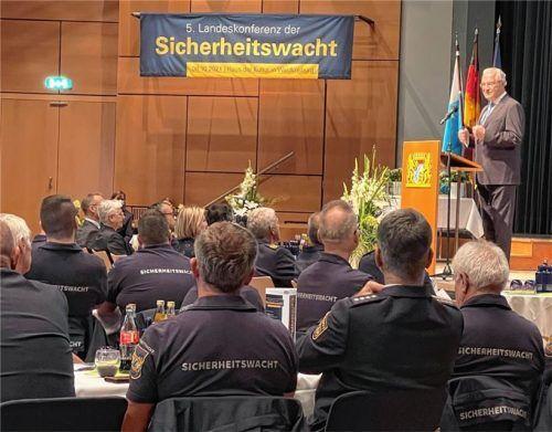 Bayerns Innenminister Joachim Herrmann bei der Landeskonferenz Sicherheitswacht in Waldkraiburg.