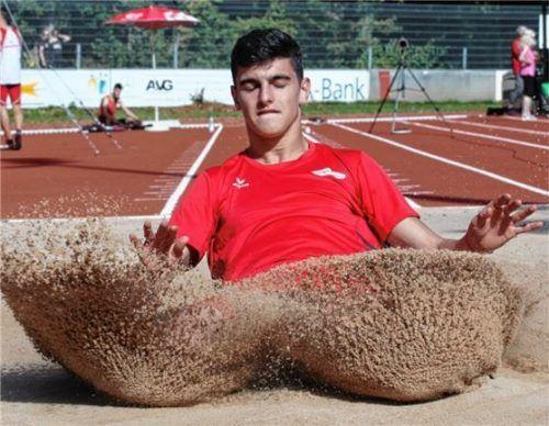 Daniel Schwab vom TSV Wasserburg siegte im Weitsprung der Männer.Foto Ludwig Stuffer