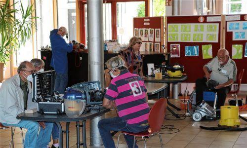Das Aschauer Repair-Café hat – nach langer Pause – wieder jeden ersten Samstagnachmittag in der Aula der Preysing Grundschule geöffnet.Foto Rehberg