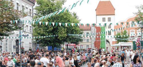 Das Bild ist über zwei Jahre alt. Damals führte der EC Schpana zum letzten Mal sein Stadtplatzfest durch. Die Hoffnung ist groß, dass die Corona-Pandemie im Jahr 2022 endlich wieder ein Fest dieser Dimension zulässt.Foto Jaensch
