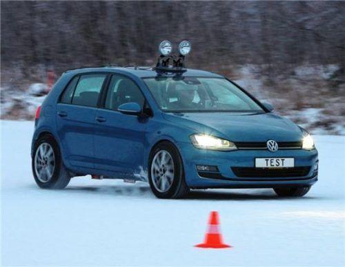Der ADAC-Winterreifentest 2021 in der Kompaktklasse. Foto Autoren-Union Mobilität/ADAC