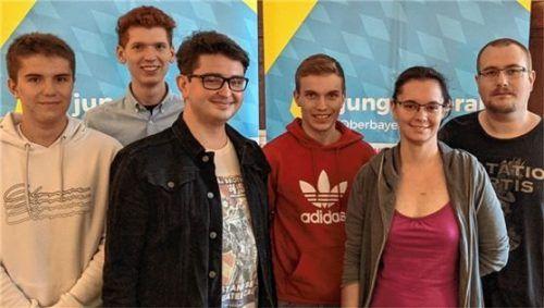 Der neue Vorstand der Jungen Liberalen Rosenheim besteht aus (von links) Andreas Hannemann, Simon Roloff (JuLis Oberland/FDP Bad Tölz-Wolfratshausen), Marcus Moga, Lorenz Beaury, Sina Brückner und Daniel Reuter.Foto re