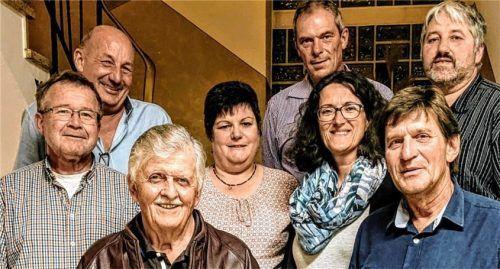 Der neue Vorstand des Würfelclubs: (von links) Anton Haas, Peter Spötzl (untere Reihe), Hubert Bittner, Roswitha Englhart, Ingrid Böck (mittlere Reihe), Peter Englhart, Martin Böck und Ernst Killi (oberste Reihe), es fehlt Johann Hanslmaier. Foto tr