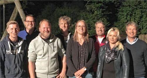 Der neue Vorstand: (von links) Simon Fortner, Hubert Speicher, der Vorsitzende Peter Brunner, Stefan Wallner, die Dritte Bürgermeisterin Agnes Bucher, Markus Schäffner, Petra Scholz und Markus Maier.Foto Niessen