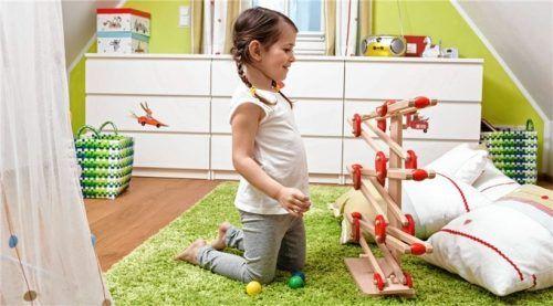 Ein echtes Spielparadies: Mit einem Ausbau des Obergeschosses lässt sich ein neues Kinderzimmer schaffen. Foto djd/Paul Bauder