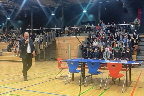 Florian Scherbauer leitete als Moderator und Mediator die jüngsten Neuwahlen beim SV-DJK Kolbermoor.Fotos Mischi/Re