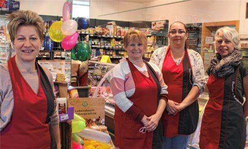 Freuen sich über den Erfolg des Dorfladens: (von links) Die Mitarbeiterinnen Sandra Pointl, Heike Rogalski, Nicole Issert und Natalie Schober. Foto Fill
