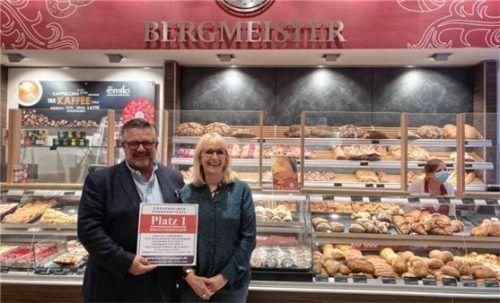 Freuen sich über die Auszeichnung zum Branchensieger: Marianne und Willi Bergmeister. Foto Karin Zehentner