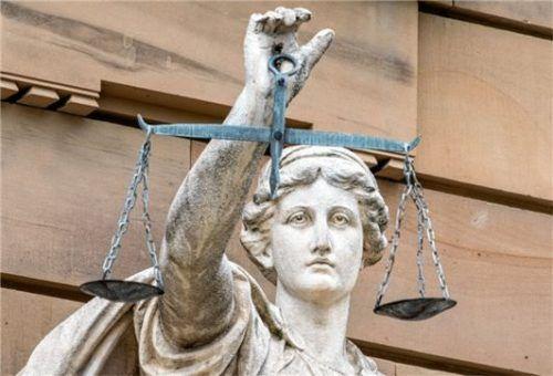 Justitia ist die Göttin der Gerechtigkeit. In diesem Fall sah sie vor Gericht auf allen Seiten Betrogene.Foto dpa