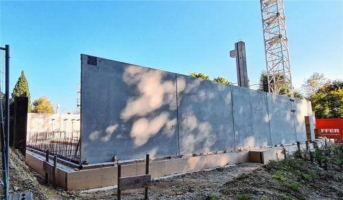 Mögliche Mängel an den Betonelementen haben nach Angaben der Stadt zu einem Stopp der Arbeiten am Zentraldepot geführt. Foto Rieger