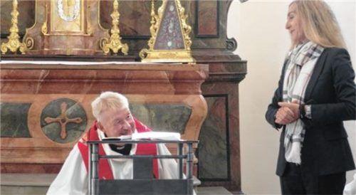 Pfarrer Roland Haimerl dankte Doris Lackerbauer, Chefin des Staatlichen Bauamts in Rosenheim, für Ihr Engagement.