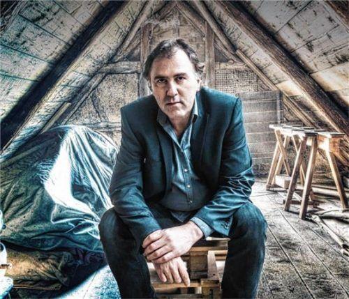 Stefan Waghubinger geht in seinem dritten Soloprogramm auf den Dachboden seiner Eltern. Foto RE