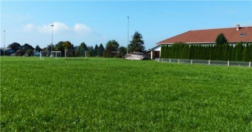 Wird die Nutzung des Fußballtrainingsgeländes in Eiselfing-Nord durch ein geplantes Bauvorhaben beeinträchtigt? Foto Burlefinger